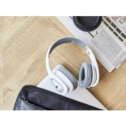VEHOZB6OnEarWirelessheadphones-20